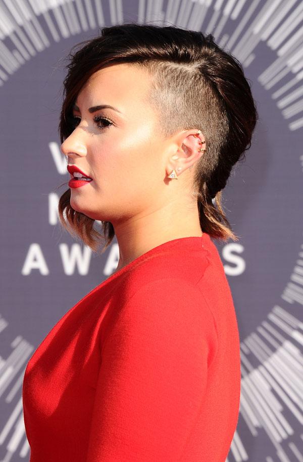 Demi Lovato new haircut at MTV Video Music Awards 2014