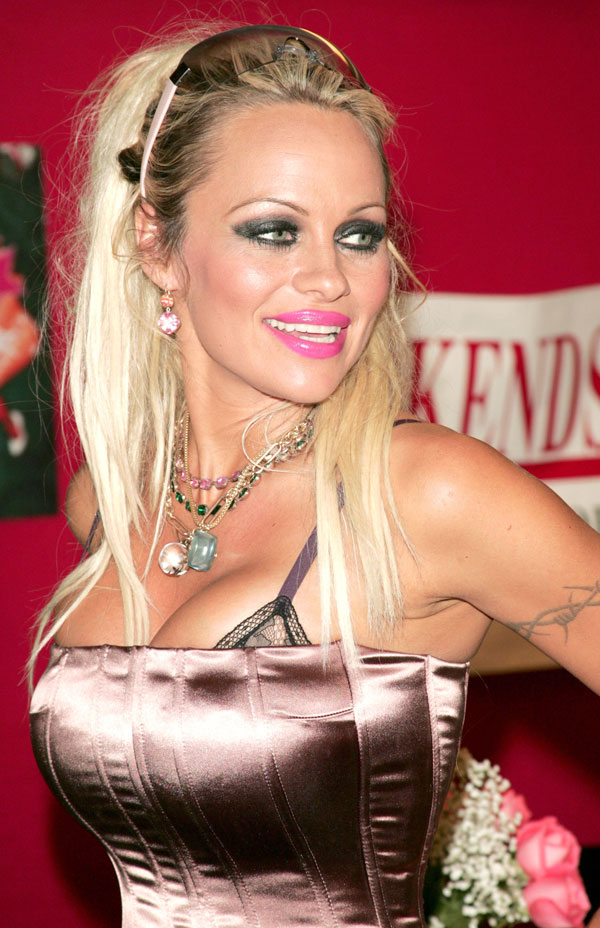 Worst Celebrity Hair Extensions - Pamela Anderson (2)